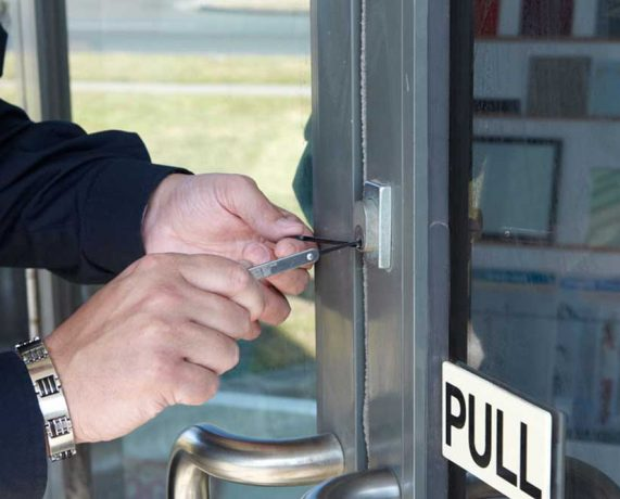 24/7 Commercial locksmith service